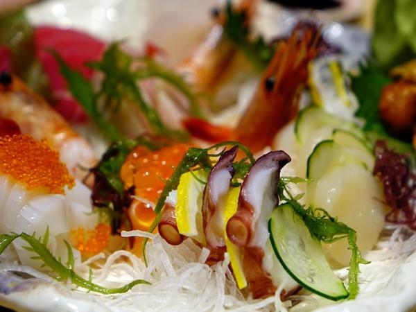 Pesce crudo: come mangiarlo correttamente